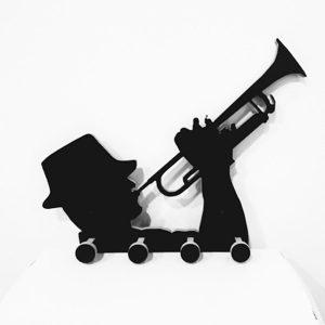 Perchero trompetista
