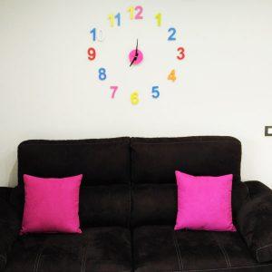 Reloj números diferetes colores
